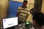Warga melakukan perekaman data menggunakan alat baru di Mapolres Gunungkidul, Rabu (17/12/2014). (JIBI/Harian Jogja/Kusnul Isti Qomah)