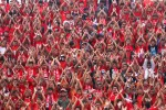 Aksi suporter setia Persis Solo Pasoepati di Stadion Manahan saat menyaksikan tim kesayangan mereka. JIBI/Solopos/dok