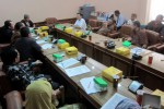 Para tokoh Forum Masyarakat Terdampak Underpass Purwosari (FMTUP) Solo berdialog dengan para wakil rakyat dalam forum audiensi yang digelar di ruang Banleg DPRD Solo, Kamis (4/12/2014). (Tri Rahayu/JIBI/Solopos)
