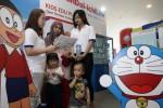Staf pemasaran PT Panin Dai-ich Life menyosialisasikan produk asuransi pendidikan Kids Edu Plan kepada calon nasabah dengan menggunakan momentum acara 100 Doraemon Secret Gadget Expo di Jakarta, Rabu (17/12/2014). Berdasarkan laporan keuangan yang belum diaudit, per tanggal 30 September Panin Dai-ichi Life telah berhasil membukukan aset senilai Rp8,2 triliun, meningkat sebesar 6% dari periode yang sama tahun lalu. (Dedi Gunawan/JIBI/Bisnis)