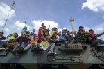 FOTO ALUTSISTA TNI : Asyiknya Naik Leopard Keliling Monas