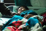 Parno, 39, korban selamat bencana tanah longsor mendapatkan perawatan di Puskesmas Karangkobar, Banjarnegara, Jawa Tengah, Sabtu (13/12/2014). Parno merupakan satu dari 15 korban yang selamat akibat tanah longsor di Dusun Jemblung, Desa Sampang, Kecamatan Karangkobar, Banjarnegara. (JIBI/Solopos/Antara/Idhad Zakaria)
