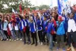 Ratusan buruh yang tergabung dalam Serikat Pekerja Nasional (SPN) Tangerang, Banten berunjuk rasa di depan Kantor Gubernur Banten, di Serang, Senin (22/12/2014). Mereka mendesak Gubernur merevisi penetapan upah minimum kota (UMK) Tangerang dari Rp2,7 juta menjadi Rp3,1 juta. (JIBI/Solopos/Antara/Asep Fathulrahman)