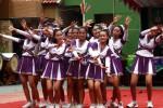 Kelompok cheerleader Violet dari SMA Negeri 7 Solo pamer kelincahan dan kepiawaiam beratraksi saat digelar Expo Education 2014 di halaman sekolah tersebut, Kamis (18/12/2014). Acara tersebut digelar dalam rangka memperingati HUT ke-30 SMA Negeri 7 Solo. (Ivanovich Aldino/JIBI/Solopos)