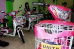 Beberapa varian sepeda motor listrik merk Unity dan Hero dijual di Toko Rio, Jl. Bhayangkara, Tipes, Solo, Jawa Tengah dengan harga berkisar antara Rp4 juta hingga Rp6 juta, Jumat (12/12/2014). Kendaraan ramah lingkungan tersebut dipredisi akan menjadi trend transportasi perkotaan jarak pendek pada tahun 2015 mendatang. (Sunaryo Haryo Bayu/JIBI/Solopos)