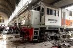FOTO KECELAKAAN JAKARTA : Lokomotif Masuk Peron Stasiun Jakarta Kota