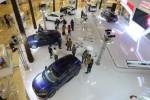Mobil terbaru Honda HR-V dipamerkan di salah satu pusat perbelanjaan di Jakarta, Kamis (4/12/2014). PT Honda Prospect Motor, agen tunggal pemegang merek Honda, mencatat penjualan 12.418 unit selama sebulan yang lalu sehingga total terjual mencapai 154.100 unit pada periode Januari-November 2014. (Nurul Hidayat/JIBI/Bisnis)