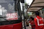 FOTO PEMBATASAN MOTOR DI JAKARTA : Bus Gratis di Jakarta Sepi Penumpang