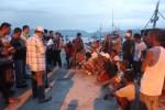 Sejumlah anak buah kapal (ABK) asal Filipina yang akan dipulangkan ke negara asal mereka didata di Pelabuhan Bitung, Sulawesi Utara, Sabtu (20/12/2014). Pemulangan 276 ABK menggunakan 12 kapal nelayan tersebut sebagai tindak lanjut dari Peraturan Menteri Kementerian Kelautan dan Perikanan No. 57/Permen-Kp/2014 tentang Usaha Perikanan Tangkap di Wilayah Pengelolaan Perikanan Negara Republik Indonesia. (JIBI/Solopos/Antara /Jupiter Weku)