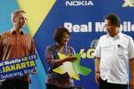 Menteri Komunikasi dan Informatika Rudiantara (kanan) bersama Group Chef Marketing Regional Officer Axiata Dian Siswarini (tengah) dan Head of Dilevery Asia Pacific Nokia Thomas Scheineder beramah tamah di sela-sela peluncuran XL 4G di Jakarta, Jumat (19/12/2014). Untuk memanjakan konsumen, PT XL Axiata Tbk. meluncurkan layanan komersial 4G LTE di tiga kota besar, yaitu Medan, Jogja, dan Bogor. (Abdullah Azzam/JIBI/Bisnis)