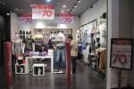 Suasana pembeli saat memilih barang di toko X8 Busana di Jogja City Mall, Sabtu (20/12/2014). (Joko Nugroho/JIBI/Harian Jogja)