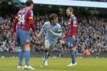 Gelandang serang Manchester City David Silva (tengah) merayakan gol keduanya ke gawang Crystal Palace. JIBI/Reuters/Phil Noble