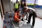 FOTO OLAH TKP : Kecelakaan di Toko Ban Putra Mandiri Direkonstruksi
