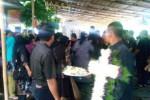 Suasana pemakaman Priyo, 65, pemilik 3 kios di Pasar Klewer, Minggu (28/12/2014) (Rudi Hartono/JIBI/Solopos)