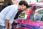 Taecyeon yang ditolak sopir taksi Thailand (Nationmultimedia.com)