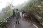 BENCANA BOYOLALI : Longsor di Jalur Solo-Selo Borobudur