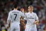 Pemain Real Madrid Toni Kroos berselebrasi dengan Cristiano Ronaldo dalam sebuah laga. Ist/Dok