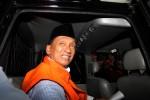 Ketua DPRD Bangkalan Fuad Amin seusai menjalani pemeriksaan, di Jakarta, Senin (8/12/2014). Mantan Bupati Bangkalan itu menjalani pemeriksaan lanjutan setelah ditangkap KPK terkait dugaan suap jual beli pasokan gas alam untuk pembangkit listrik di Gresik dan Gili Timur, Bangkalan, Madura, Jawa Timur. (JIBI/Solopos/Antara/Reno Esnir)