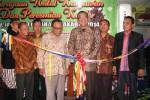 Walikota Jogja Haryadi Suyuti saat meresmikan kantor baru Jaecindo Indah, Kamis (18/12/2014) malam. (JIBI/Harian Jogja/Abdul Hamied Razak)