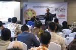 Sekretaris Umum P3I DIY Rifki Fauzi berbagi tips dalam Seminar Bisnis Kreatif #Membangun Masa Depan Hotel Happer Jogja, Rabu (17/12/2014). (JIBI/Harian Jogja/Abdul Hamied Razak)
