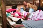 Susilah ditemani sejumlah kerabatnya beristirahat di ruang tengah rumahnya, Jumat (26/12/2014). Dia terlihat shock dan tak percaya bayi yang dikandung selama sembilan bulan hilang secara misterius. (David Kurniawan/JIBI/Harian Jogja)