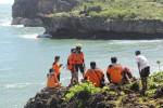Wisatawan Diduga Terseret Ombak Di Sarangan