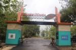 Pintu masuk objek wisata Gua Rancang Kencana dan Sri Gethuk tampak lengang, Senin (1/12/2014). Selama musim hujan pengelola mengaku terjadi penurunan jumlah wisatawan. (Harian Jogja/ Kusnul Isti Qomah)
