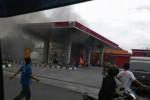 SPBU di Jl. Bhayangkara, Laweyan, Solo, terbakar, Rabu (3/12/2014). (Istimewa)