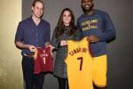 LeBron James dapat tamu agung saat Cleveland Cavaliers menundukkan Brooklyn Nets, yakni Pangeran William dan Kate Middleton. Ist/nba.com
