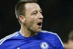 Pemain Chelsea John Terry rayakan kemenangan seusai kalahkan Stoke City. JIBI/Rtr/Darren Staples