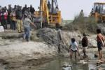 Ratusan jasad diavakuasi dari anak Sungai Gangga, Uttar Pradesh, India (news.com.au)