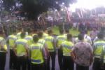 Sejumlah anggota TNI, Polri, dan Pemkab Sragen, mengikuti apel persiapan dalam pengamanan kedatangan Presiden RI Joko Widodo (Jokowi) di Kompleks Setda Sragen, Jumat (30/1/2015) sore. (Irawan Sapto A/JIBI/Solopos)