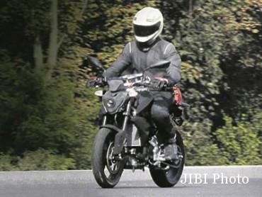 BMW 300 cc sport naked (tumblr.com(