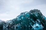 Fenomena Gunung Es berwarna biru atau Blue Berg (Alex Cornell/dailymail)