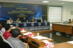 Hakim Agung Artidjo Alkostar (memegang mikrofon) menjawab pertanyaan peserta diskusi Dilema Pidana Narkotika dan Hukuman Mati di Sekolah Pasca-sarjana Universitas Muhammadiyah Surakarta (UMS), Pabelan, Sukoharjo, Sabtu (17/1/2015). (Arif Fajar S./JIBI/Solopos)