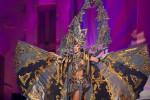 Elvira Devinamira saat mengenakan kostum bertema Borobudur (Darren Decker/Miss Universe Organization)