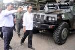 FOTO AGENDA PRESIDEN : Jokowi Tengok Pabrik Senjata Pindad