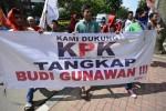 BUDI GUNAWAN TERSANGKA : Saksi Kasus BG Mangkir, Polri Bantah Melawan KPK