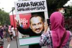 Warga Solo berpose mendukung KPK, Minggu (18/1/2015). (Reza Fitriyanto/JIBI/Solopos)