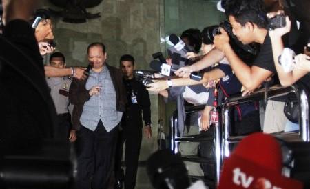 Sutan Bhatoegana keluar Gedung KPK, Selasa (20/1/2015). (JIBI/Solopos/Antara/Hafidz Mubarak A.)