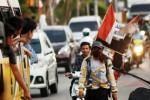 Pejalan kaki keliling Indonesia sampai di Padang, Selasa (20/1/2015). (JIBI/Solopos/Antara/Iggoy el Fitra)