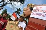 Unjuk rasa aktivis anti-korupsi Semarang, Jumat (23/1/2015). (JIBI/Solopos/Antara/R. Rekotomo)