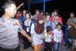 Deportasi 302 orang TKI di Pelabuhan Sri Bintan Pura, Rabu (21/1/2015) malam. (JIBI/Solopos/Antara/Yuli Seperi)