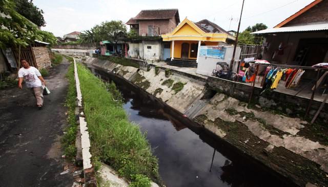 Pencemaran Kali Jenes akibat limbah industri tekstil Rabu (28/1/2015). (Reza Fitriyanto/JIBI/Solopos)
