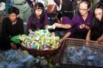 Mahasiswa asing belajar daur ulang sampah, Senin (26/1/2015). (Paulus Tandi Bone/JIBI/Bisnis)