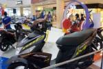 Berbagai produk terbaru sepeda motor Yamaha dipamerkan dalam Yamaha Funxhibition yang dikenal di atrium pusat perbelanjaan Solo Grand Mall (SGM) Solo, Jawa Tengah, Senin (5/1/2015). Pameran tersebut merupakan promosi untuk mendongkrak penjualan sepeda motor Yamaha pada awal tahun 2015. (Sunaryo Haryo Bayu/JIBI/Solopos)