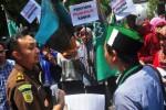 Demonstrasi aktivis HMI Salatiga, Kamis (29/1/2015). (JIBI/Solopos/Antara/Aloysius Jarot Nugroho)