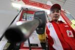 Ilustrasi pengisian bahan bakar minyak jenis Premium di SPBU. (Nurul Hidayat/JIBI/Bisnis)