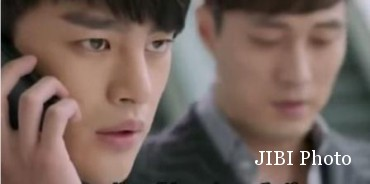Joong Won bersama Kang Woo saat menyusun rencana untuk menahan kepergian Gong Sil (Youtube.com)