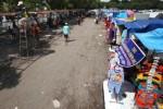 Kios darurat Pasar Klewer di Alun-Alun Utara Kota Solo, Senin (26/1/2015). (Reza Fitriyanto/JIBI/Solopos)